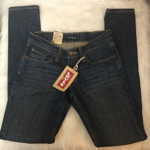 Levis NWT Too superlow 524 jeans S 3 Skinny Jr